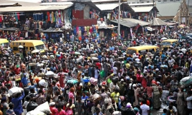 People_gather_at_Balogun__012__1436520965_77903